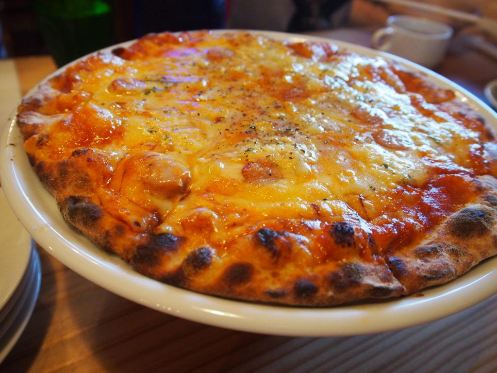 津の田ミートLODGE ピザ