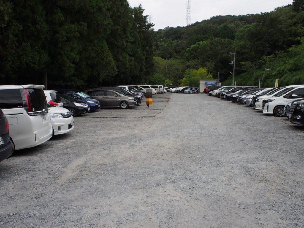 摂津峡の駐車場は9時にはいっぱい。