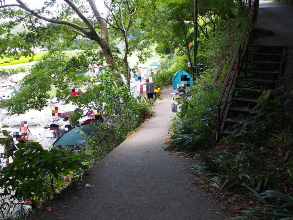 摂津峡の川遊びができるところの入口