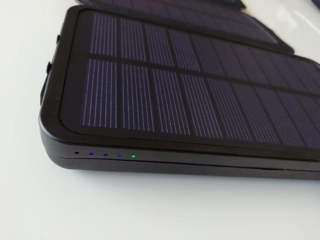 ソーラーチャージャーのモバイルバッテリー