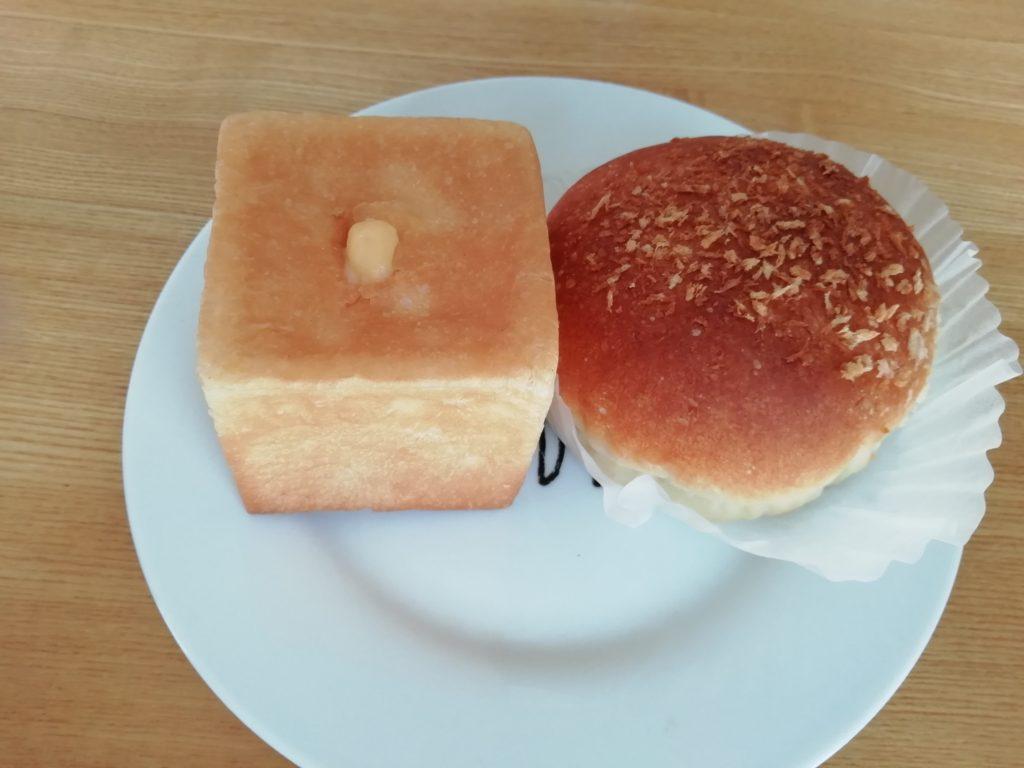クリームパンとカレーパンmokoPANモコパン